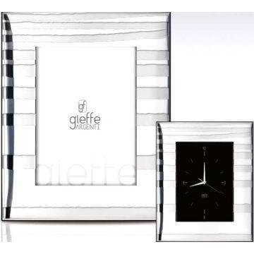 Ezüst fényképkeret - csíkos mintával (13x18cm)