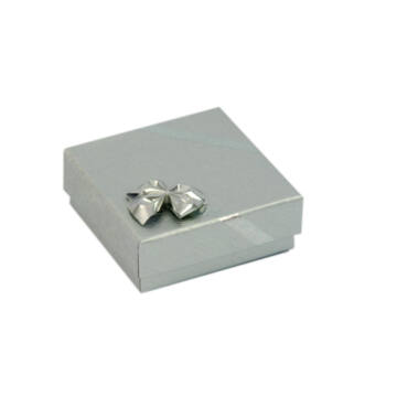 Ezüst színű kis doboz